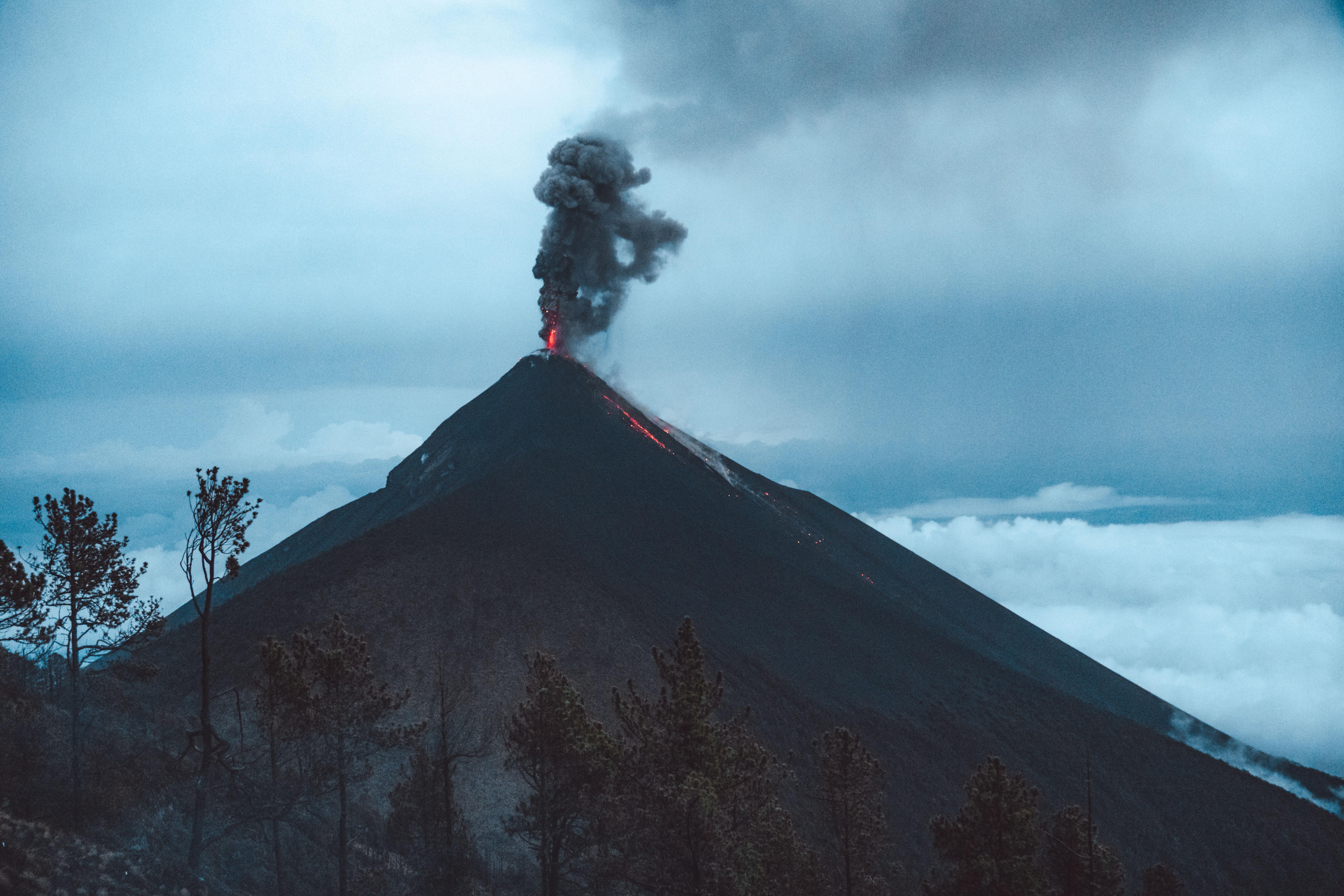 Il Vulcano Fuego in eruzione