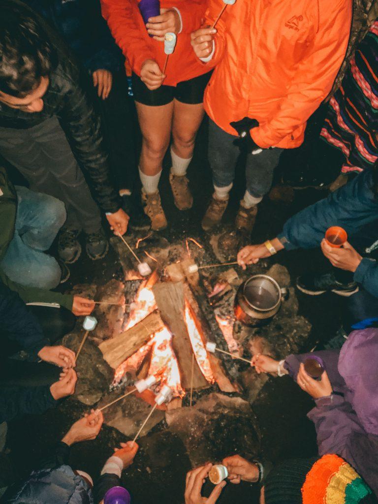 Serata attorno al fuoco sul vulcano Acatenango