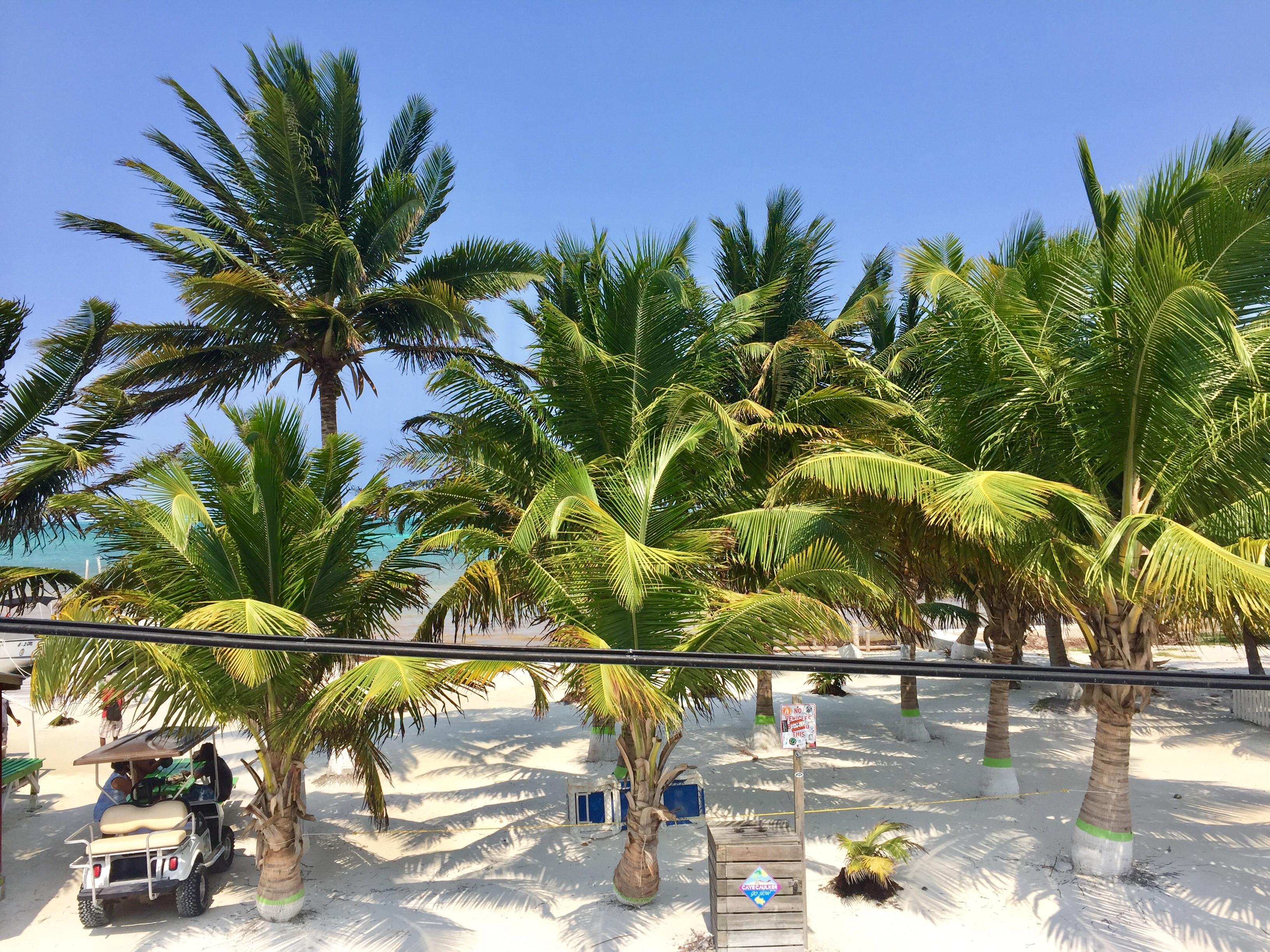 La piccola spiaggia privata della guest house
